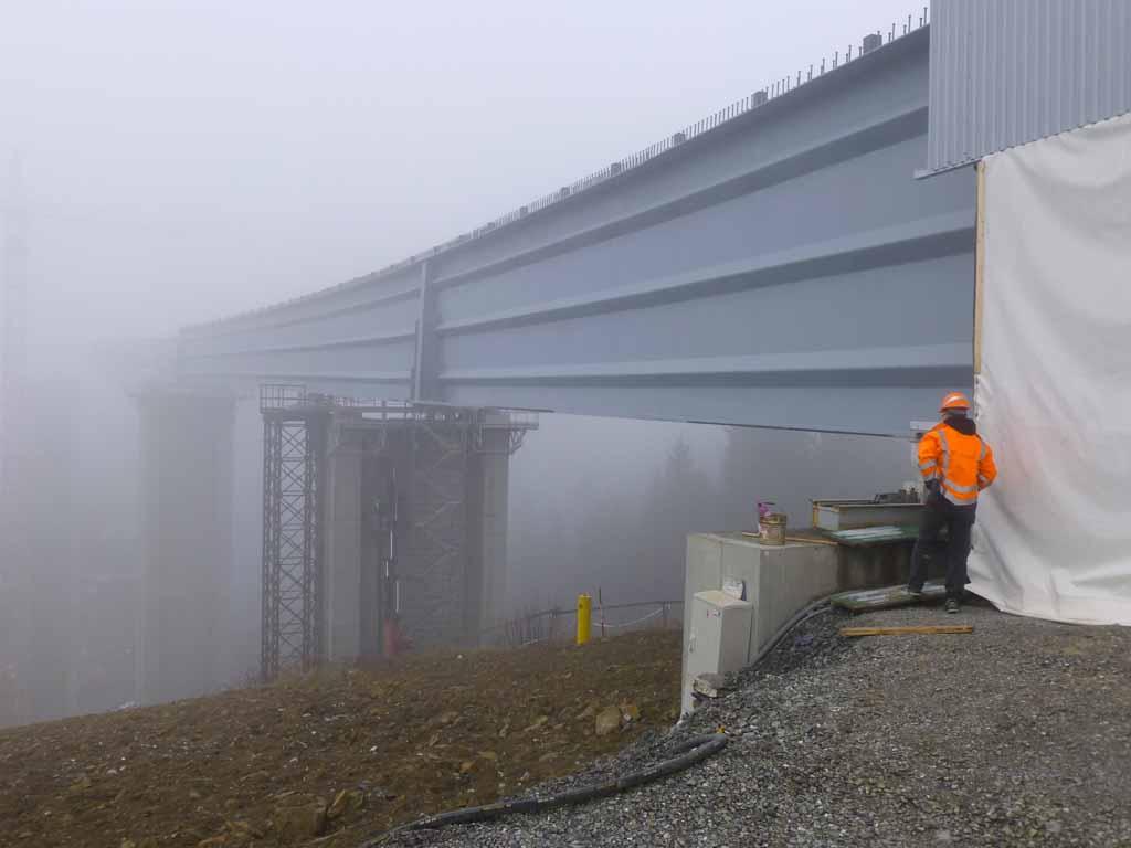 Oceľový-most-v-hmle-Ocelová-konštrukcia-Promont