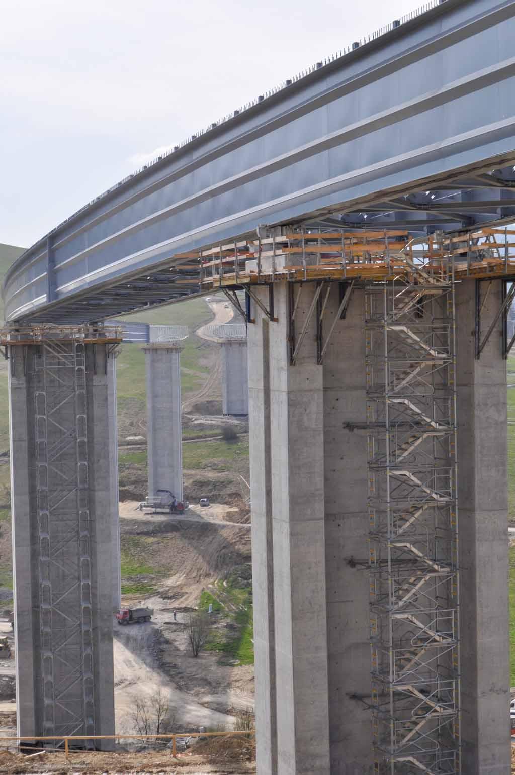 Pristupové-schodisko-na-dialničny-most-MOntaž-oceľových-mostov-Promont
