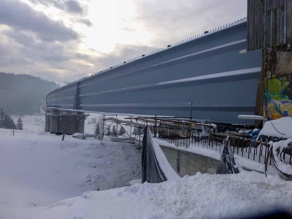 Vysuvanie-oceľovych-mostov-Po-promont