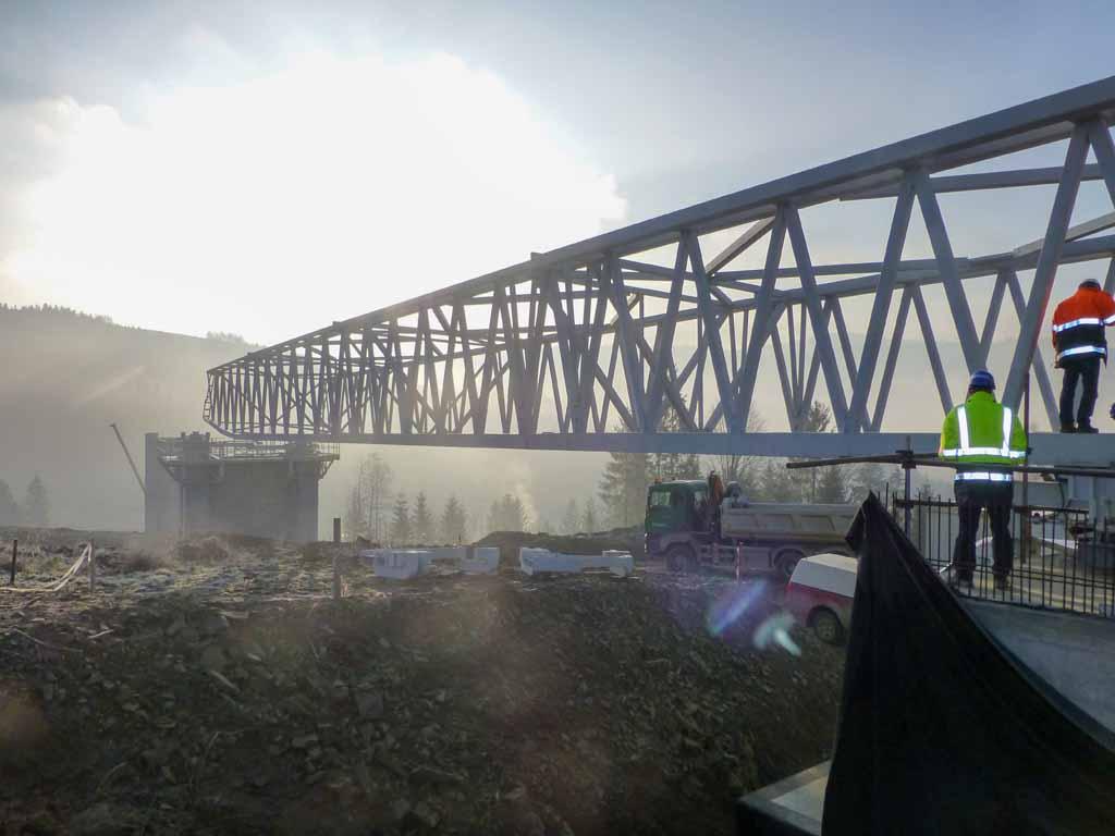 Vysuvanie-oceľovych-mostov-Pred-promont